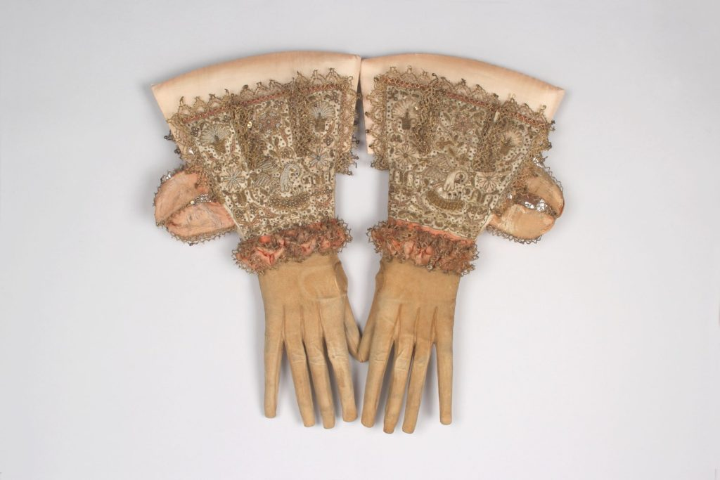 Menswear tabbed gauntlet gloves